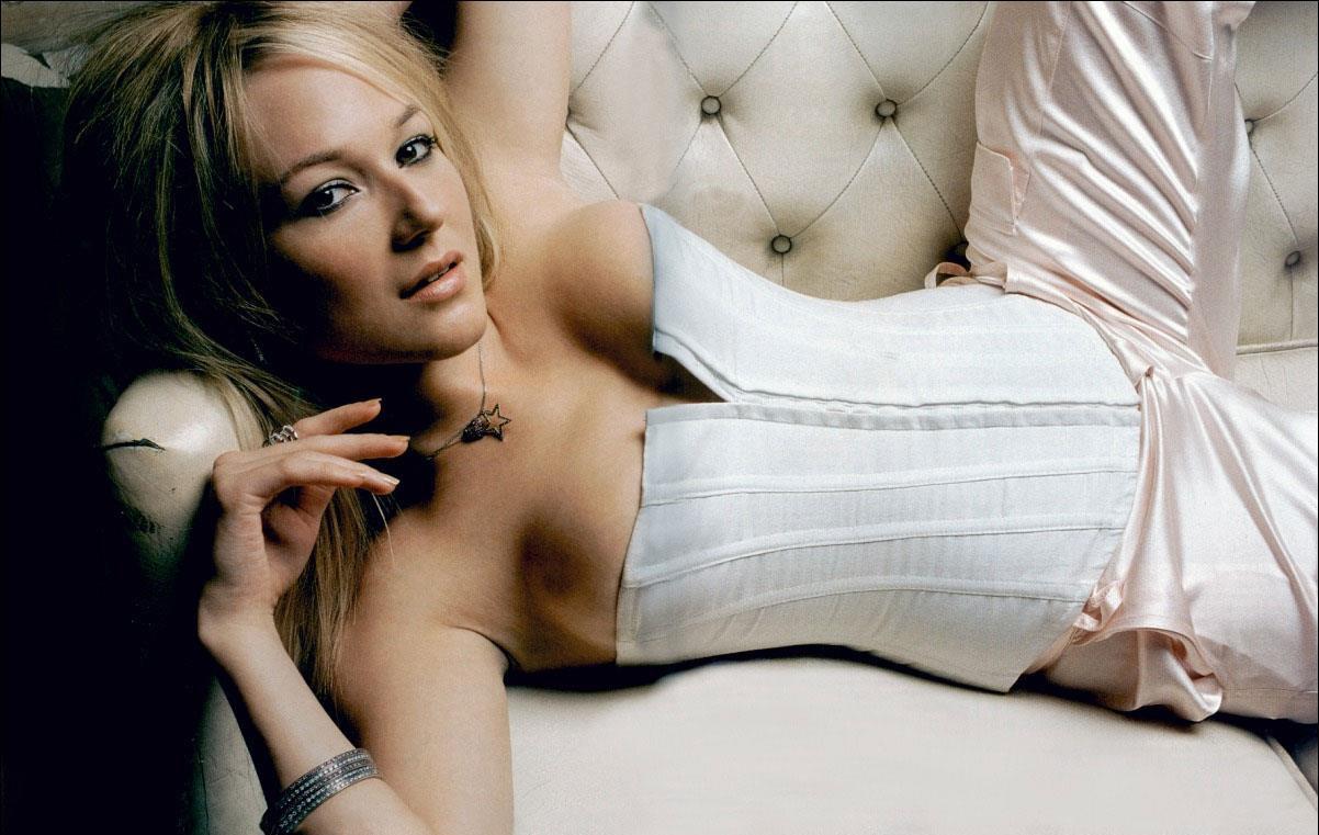 Jewel Singer Nude 52