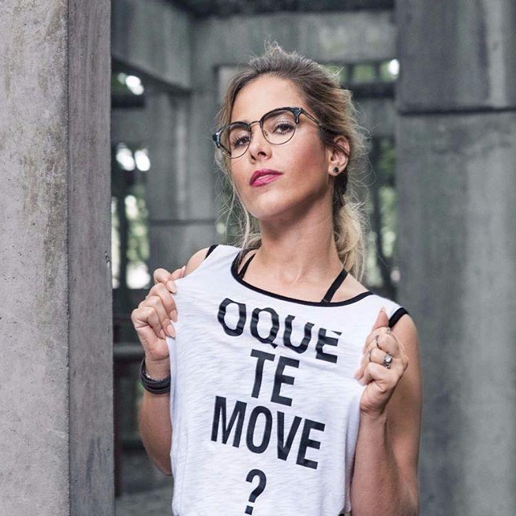 Como Eliana, veja famosas que também ficam lindas usando óculos - Eliana  Life   Fã-Clube Oficial 5ff84ac03a