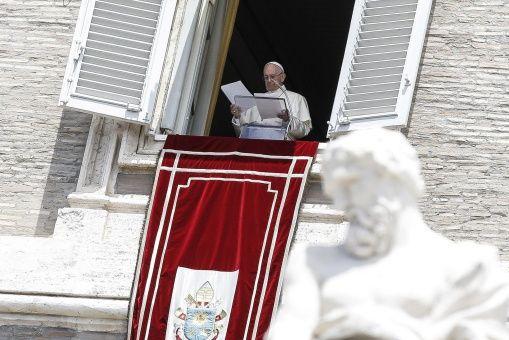Papa Francisco pide solución pacífica y democrática para Venezuela