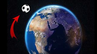 ما قصة كرة القدم التي وُجدت تدور حول الأرض؟