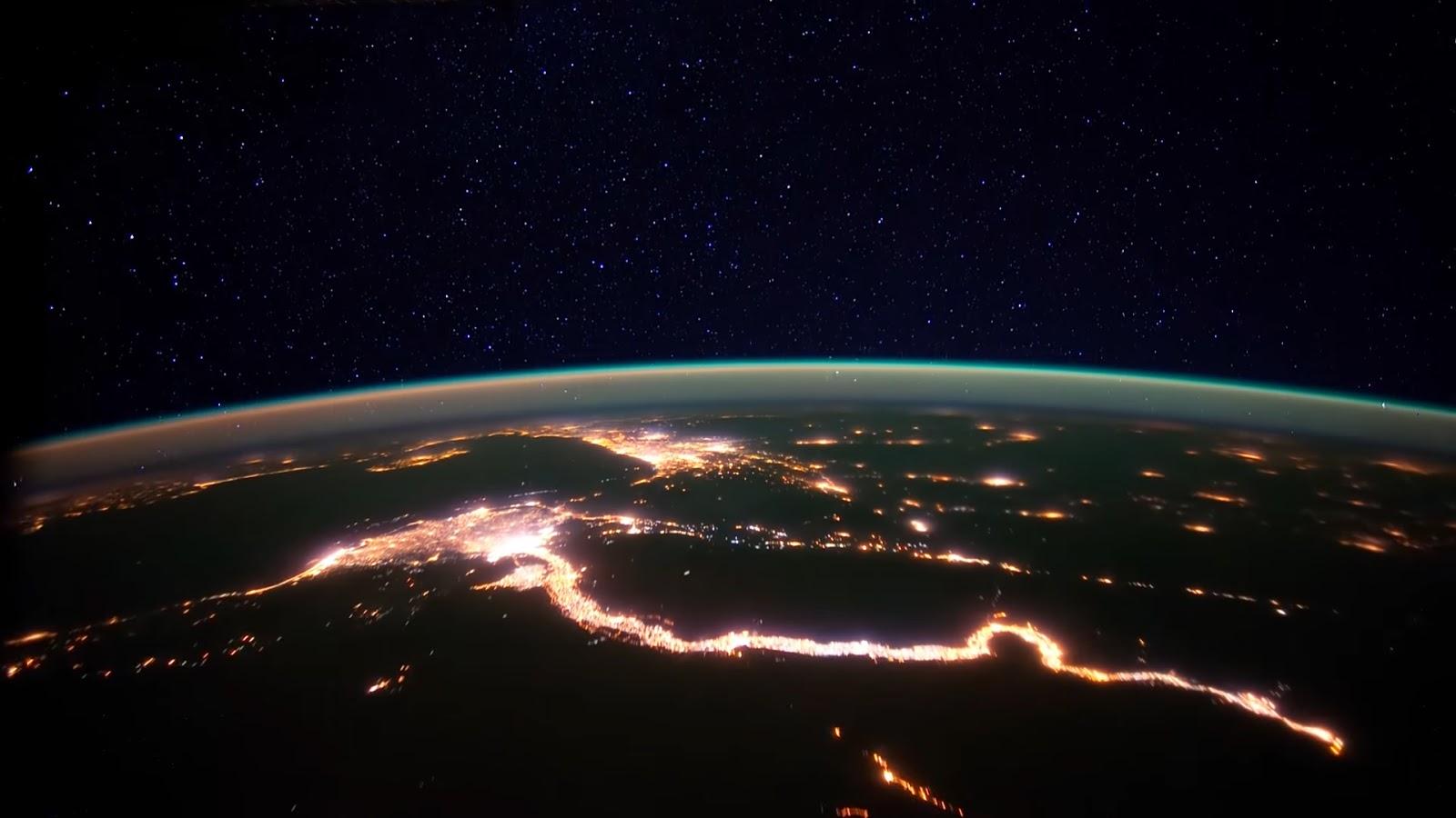 училась планета земля из космоса ночью фото искусственную ёлку
