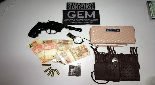 Revólver calibre .38 e cinco munições foram encontrados em vila na Rua Pernambuco