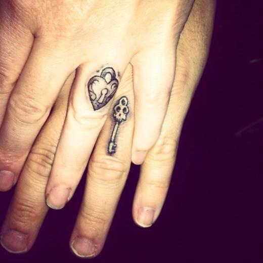 33 Tatuajes Con Anillos De Prometida Para Decir Si Quiero
