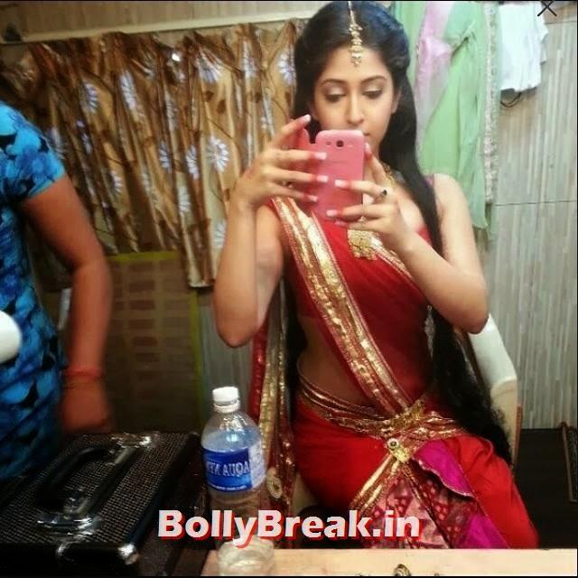 Sonarika Bhadoria n saree in her vanity van