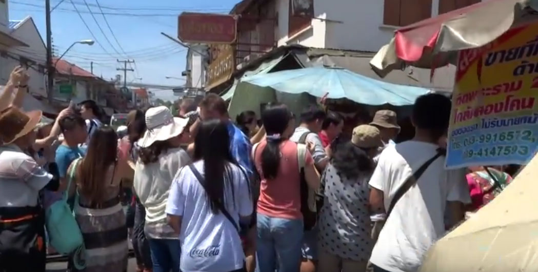 Τουρισμός στο Maeklong Railway Market (VIDEO)