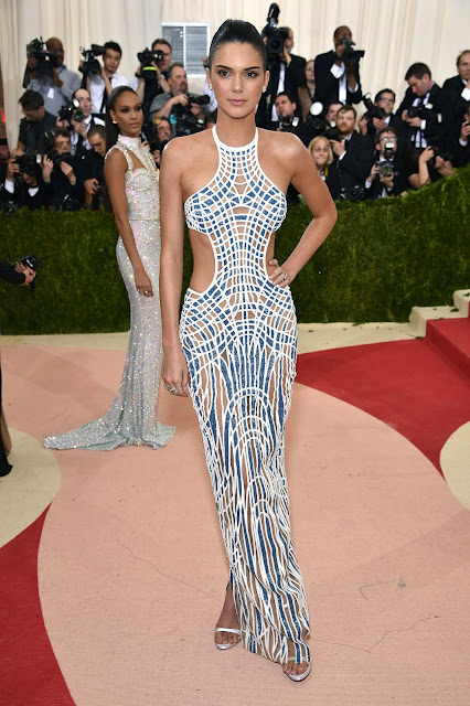 Kendall Jenner  Carpete vermelha Red carpet: As mais bem vestidas na Met Gala 2016
