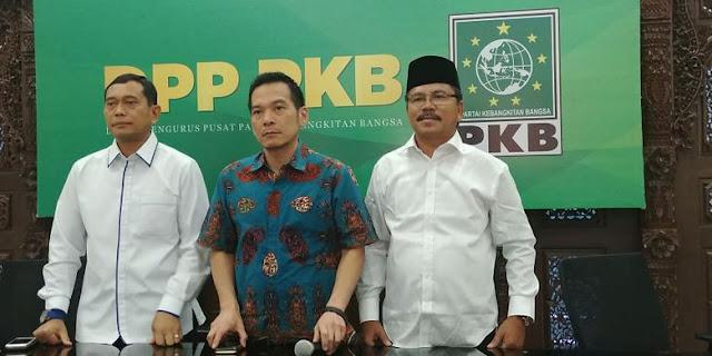 Bakal pasangan calon gubernur dan wakil gubernur Sumatera Utara, JR Saragih-Ance Selian bersama Ketua Desk Pemilu PKB Daniel Johan di DPP PKB, Jakarta, Senin (8/1/2018)