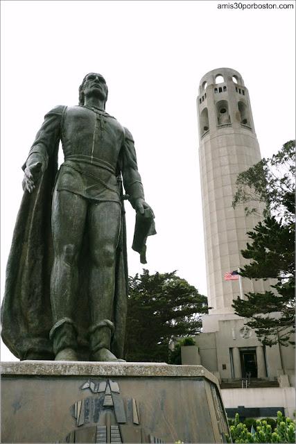 La Torre Coit y la Estatua de Cristóbal Colón en San Francisco