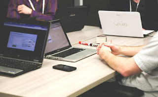Komunikasi bisnis menurut ahli berdasarkan sumber pustaka