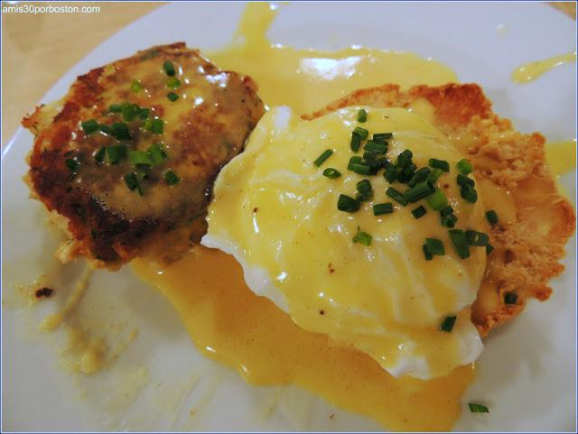 Huevos Pochados con Salsa Holandesa y Crab Cakes en la Clase de Cocina de Sur la Table