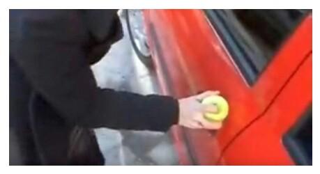 Cara Darurat Membuka Kunci Mobil Yang Tertinggal di Dalam Mobil