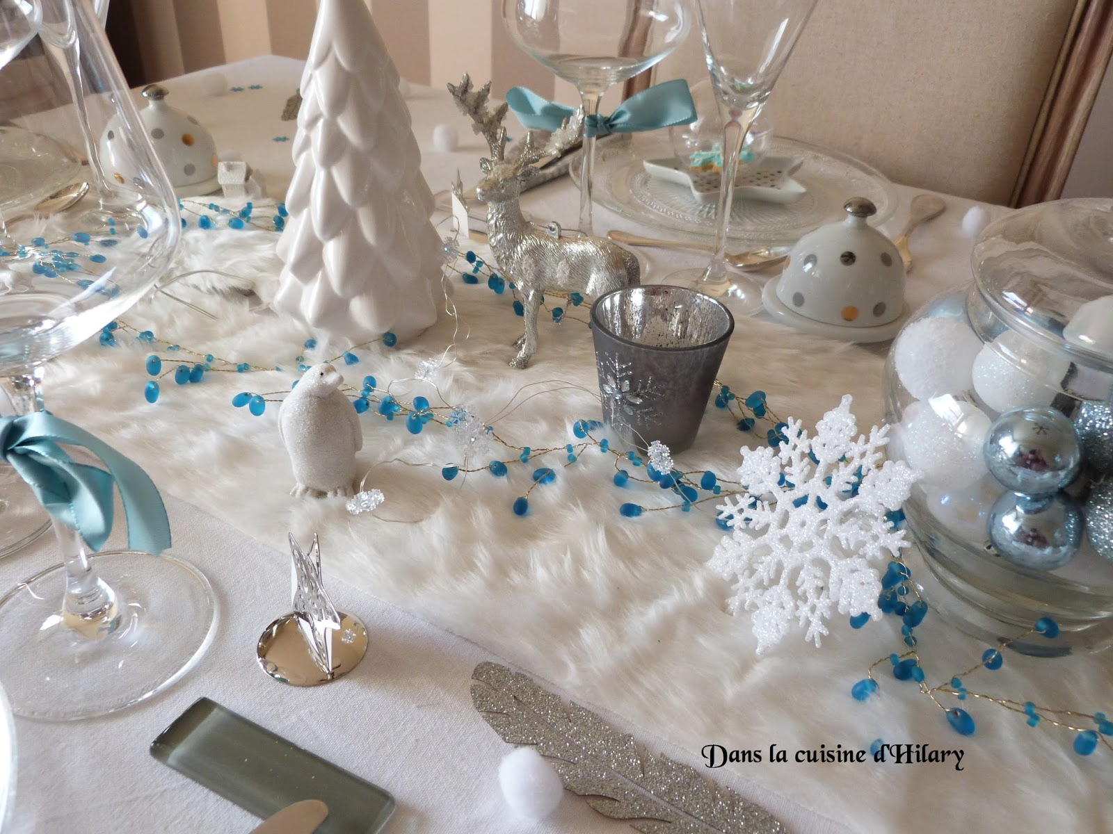 Dans la cuisine d 39 hilary ma table de no l polaire en bleu for Eminza magasin