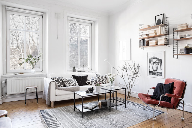 sofa to małego salonu, jasna sofa, galeria obrazów