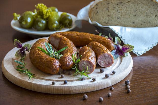 Tradycje kulinarne: mazurska metka, czyli kiełbasa mazurska