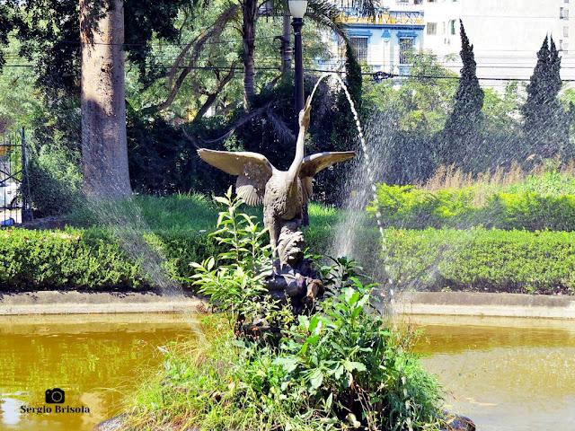 Close-up da Escultura e Fonte Garça - Parque Jardim da Luz - Luz - São Paulo