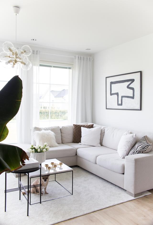 Villa H, banaanipuu, olohuoneen sisustus, yrittäjyys, kotona työskentely