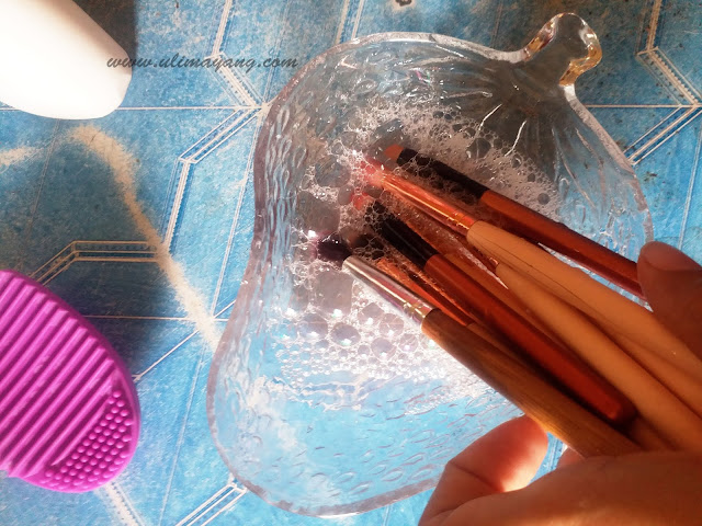 tips-membersihkan-kuas-brush-make-up-yang-kotor-membandel-agar-bebas-jerawat-makeup-lebih-bagus-tahan-lama