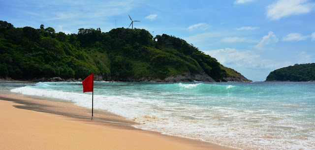 Naihorn Beach Phuket waves