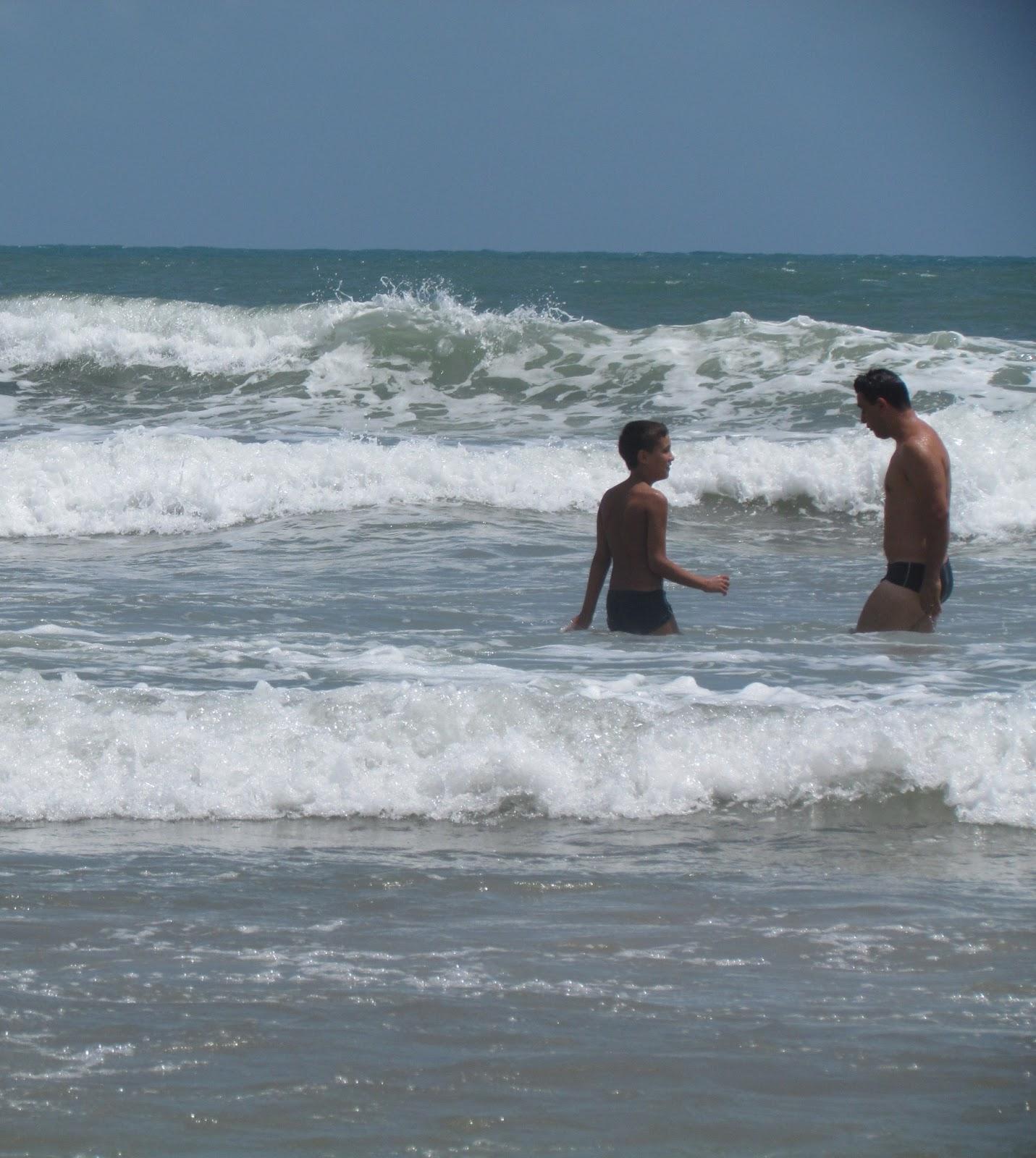 Banho de mar em Genipabu/RN