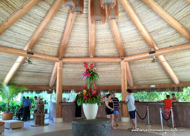 Bluewater Maribago Beach Resort's reception area