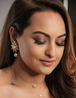Hindi Actress Sonakshi Sinha Face Close Up Pictures (6)
