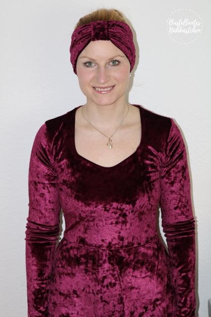 Kleid Ella von Pattydoo und Stirnband Leara von Schnittgeflüster aus Nicki Bordeaux glänzend selbst genähte Mode