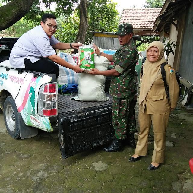 Babinsa Dampingi PPL Distribusikan Benih Padi Bersubsidi