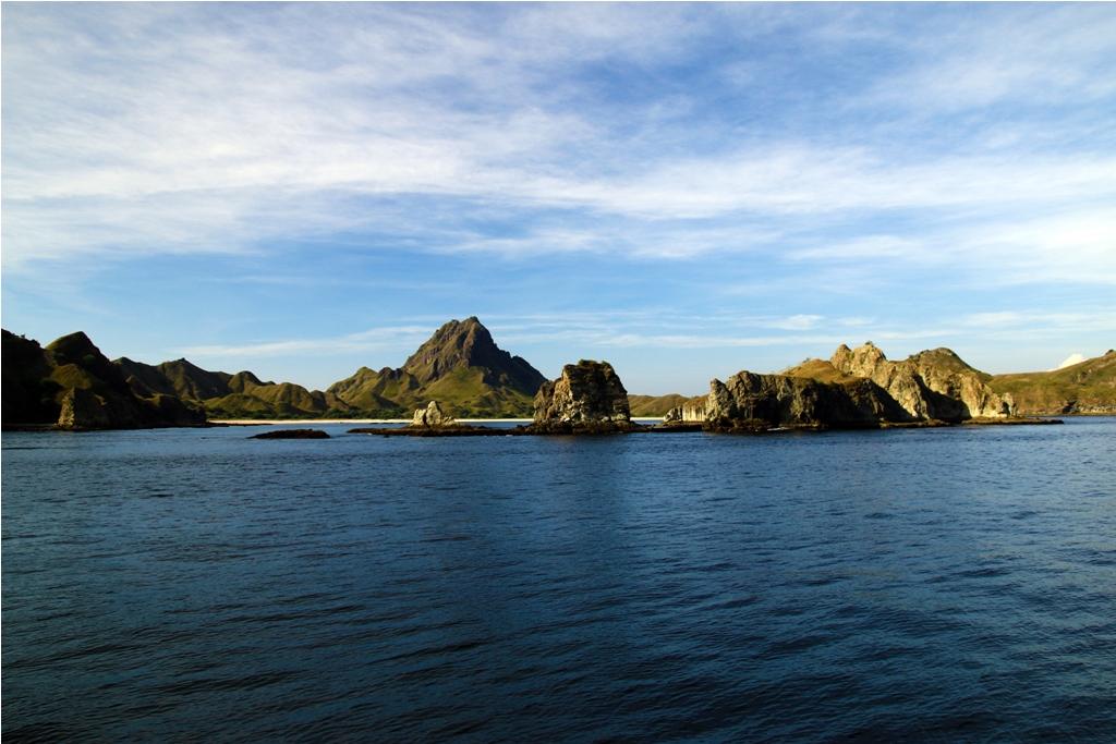 Pulau Padar dari kejauhan