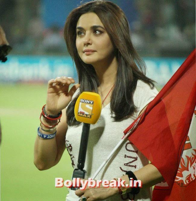 Preity Zinta during IPL Match (Kings 11 Punjab vs Delhi Daredevils) at Firoz Shah Kotla, New Delhi, Priety Zinta IPL 2014 Pics