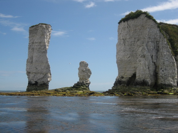 THE WORLD GEOGRAPHY: 10 Famous Sea Stacks From Around the World