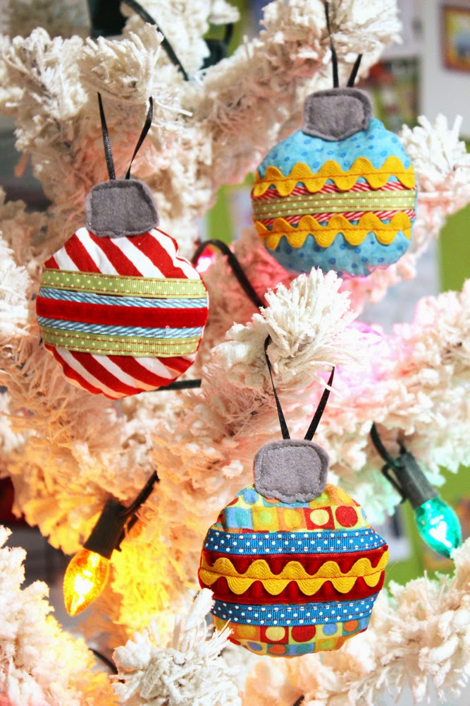 """""""DIY Holiday Ornaments"""" is a Free Quilted Christmas Ornament Pattern designed by Jennifer Heynen from Jennifer Jangles"""