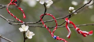 Γιατί την 1η Μαρτίου φοράμε στον καρπό του χεριού μας βραχιολάκι φτιαγμένο από άσπρη και κόκκινη κλωστή