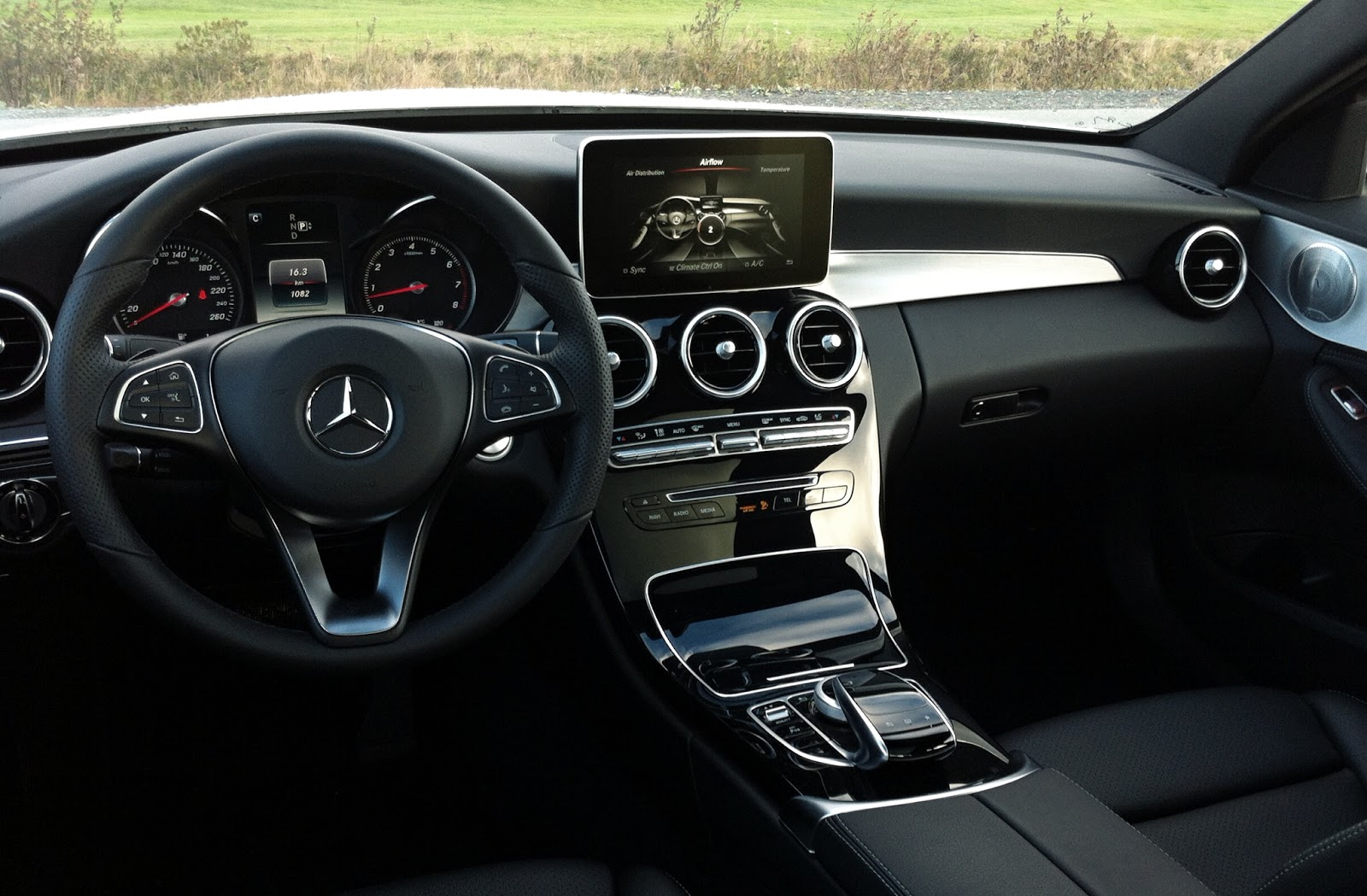 2015 mercedes benz c400 4matic review an actual luxury for Interieur w204