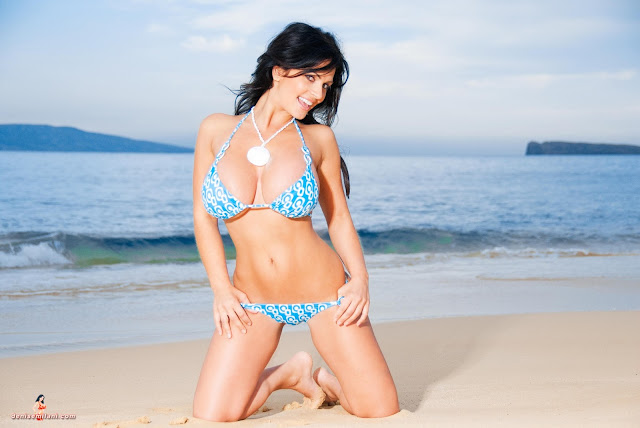 Denise-Milani-Big-Beach-hd-and-hq-photoshoot-image-12