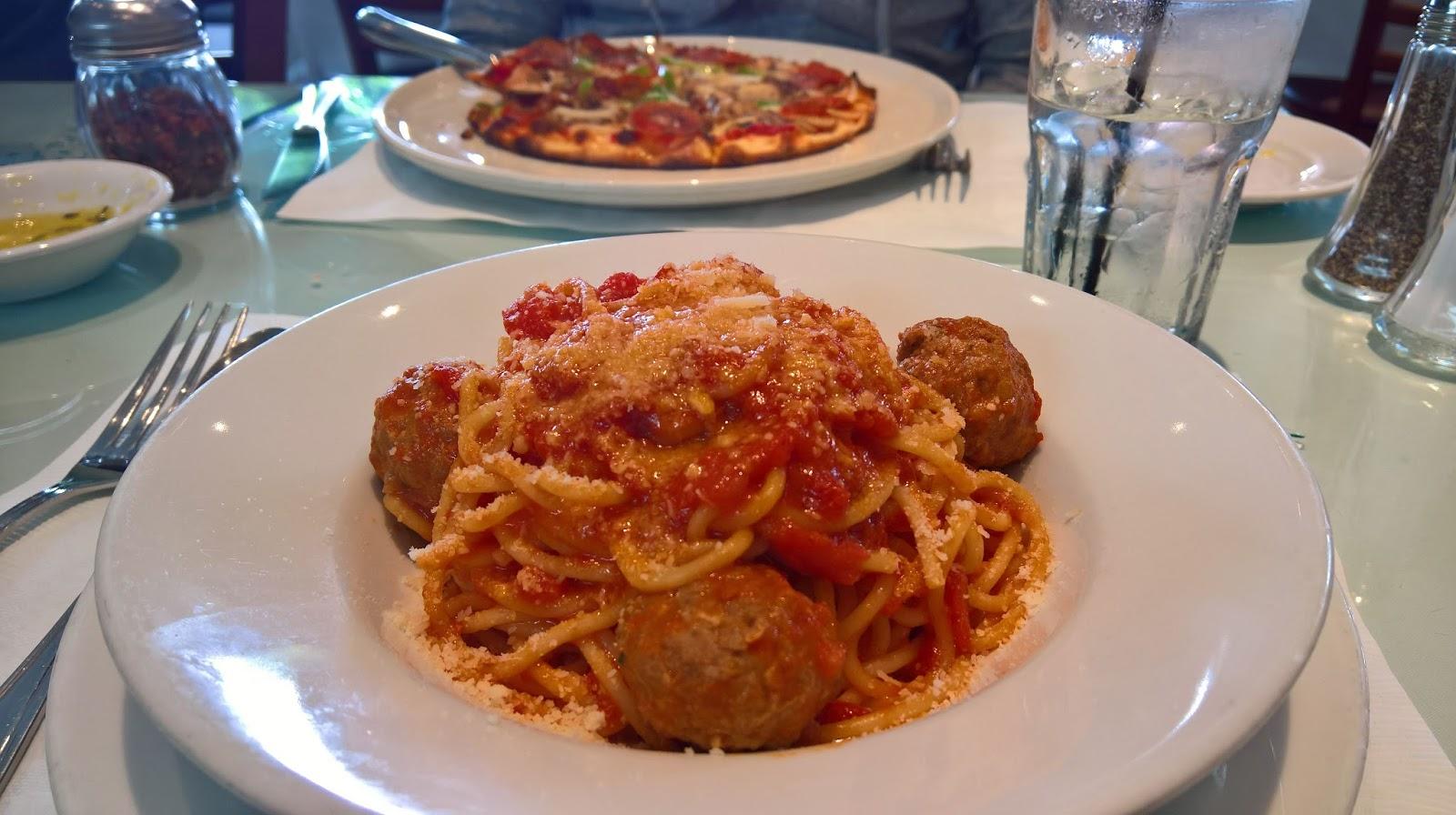 Santa Monica Los Angeles La Vecchia italialainen ravintola lihapullat tomaattikastikkeessa Mallaspulla matkakertomus