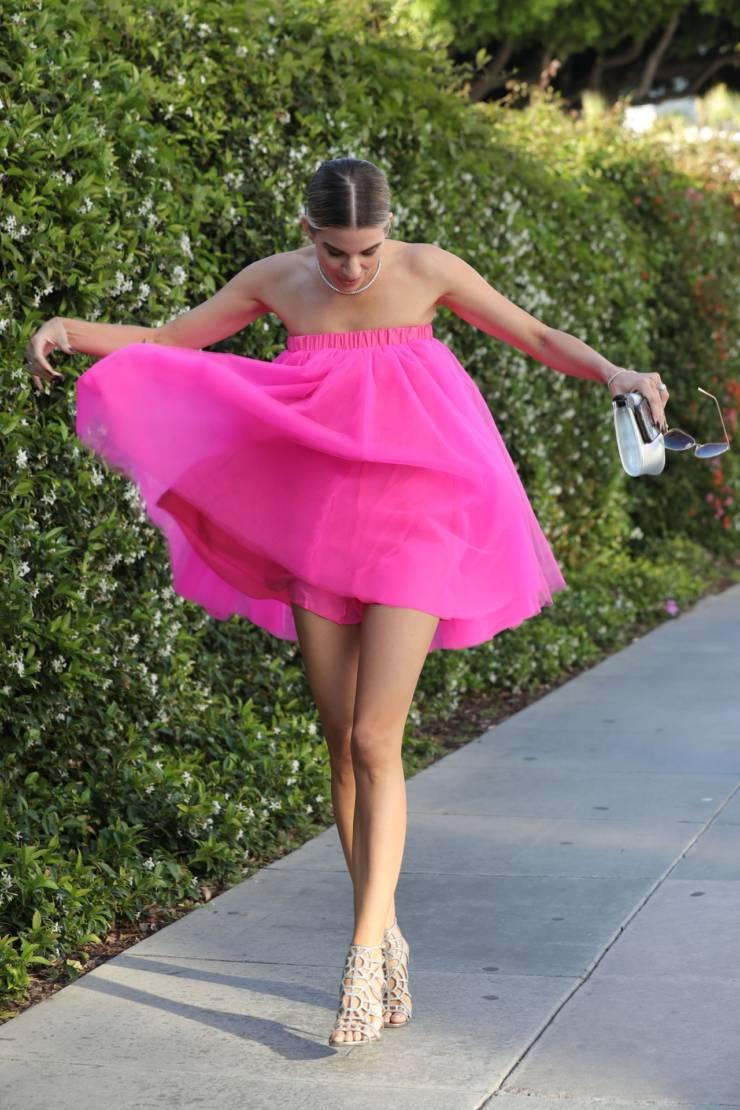 Rachel McCord Hot Long Cross Legs Show In Pink Top