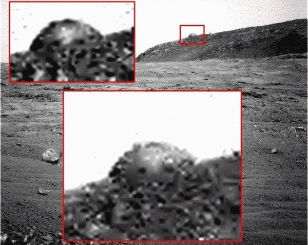 Dot extraterrestrials on Mars