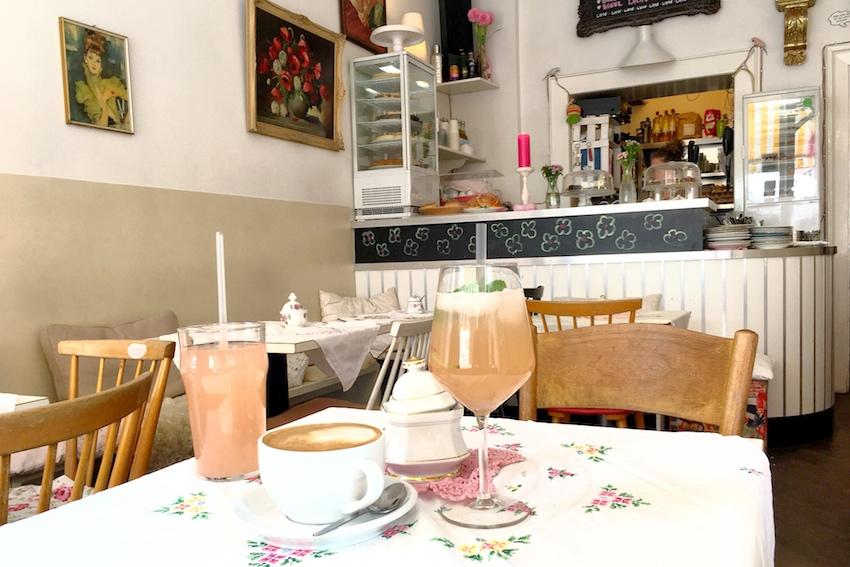 Pause im Café Fräulein