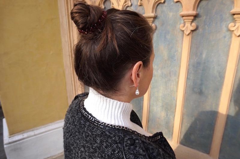 Winter auf den Modeblogs Outfit mit Mantel Rock und Stiefel