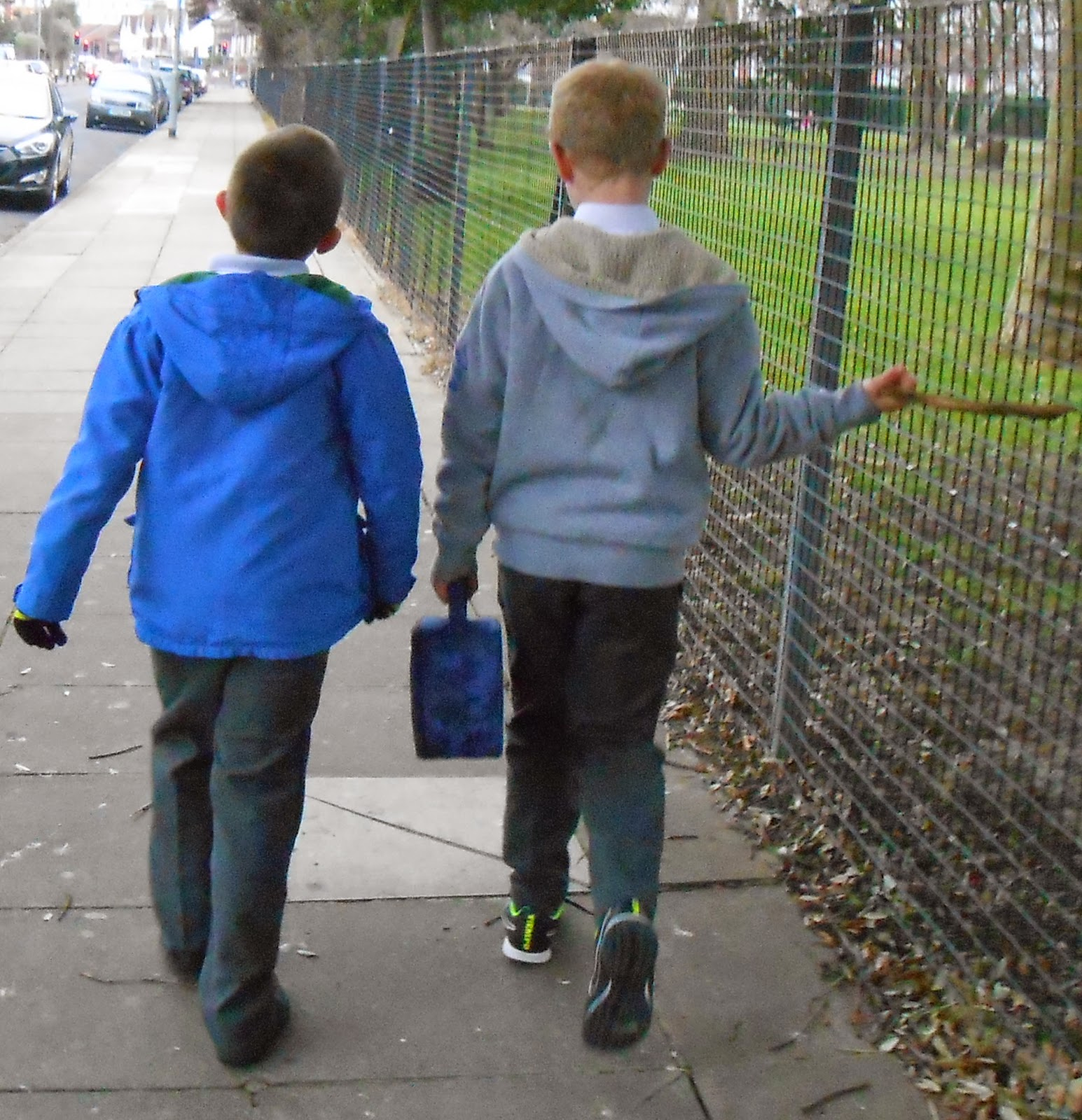 schoolkids jabbering aimlessly about crap