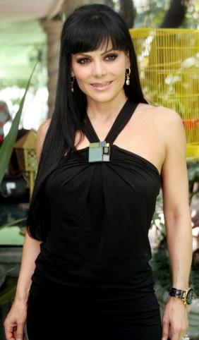 Foto de Maribel Guardia con vestido negro