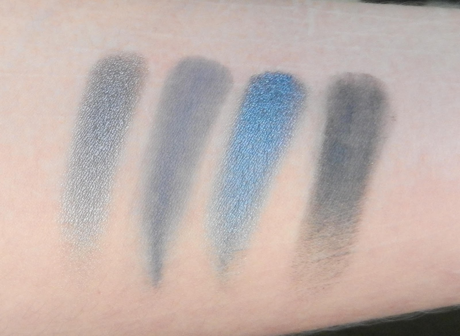 Natasha Denona 28 Blue Swatches 09M Quick Silver, 11V Steel Blue, 11M Metallic Steel Blue, 65V Smoke