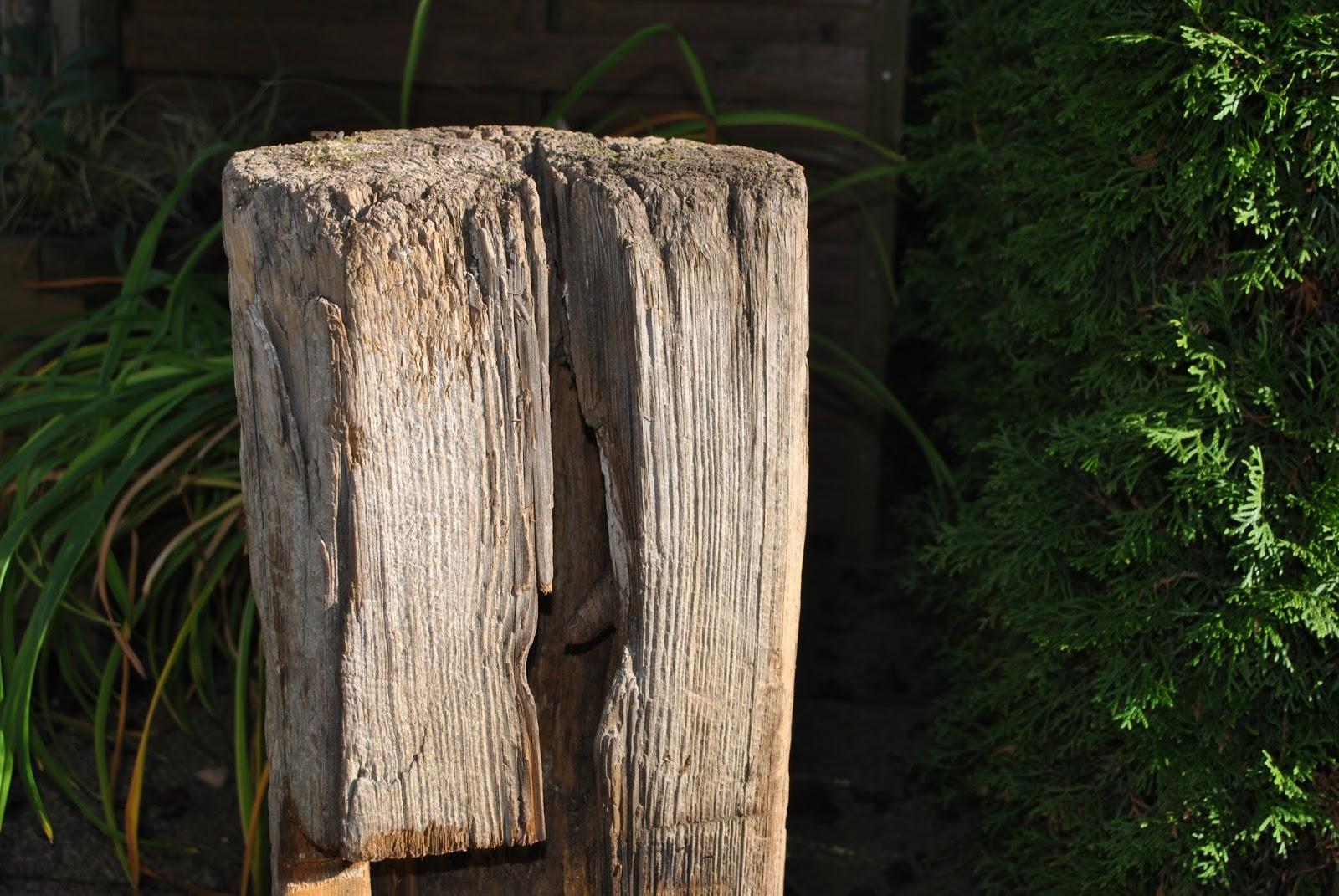 Super Gartendeko-Blog: Alter Pfosten als dekoratives Schmuckstück @GJ_66