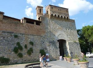 Entrada al recinto amurallado de San Gimignano.