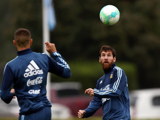 'Mengadang Messi Tak Cuma Jadi Tugas Barisan Bek Uruguay'