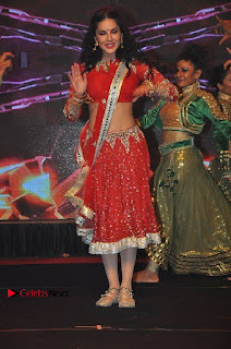 Bollywood Actress Model Sunny Leone Dance Performance in Red Half Saree at Rogue Audio Launch 13 March 2017  0131.jpg