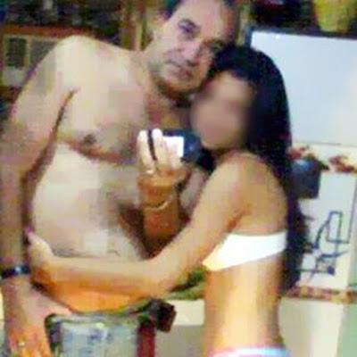 300386140 LÁ ATÉ PROFESSOR É FALSO - DIRETOR DE ESCOLA APARECE EM FOTO COM ...