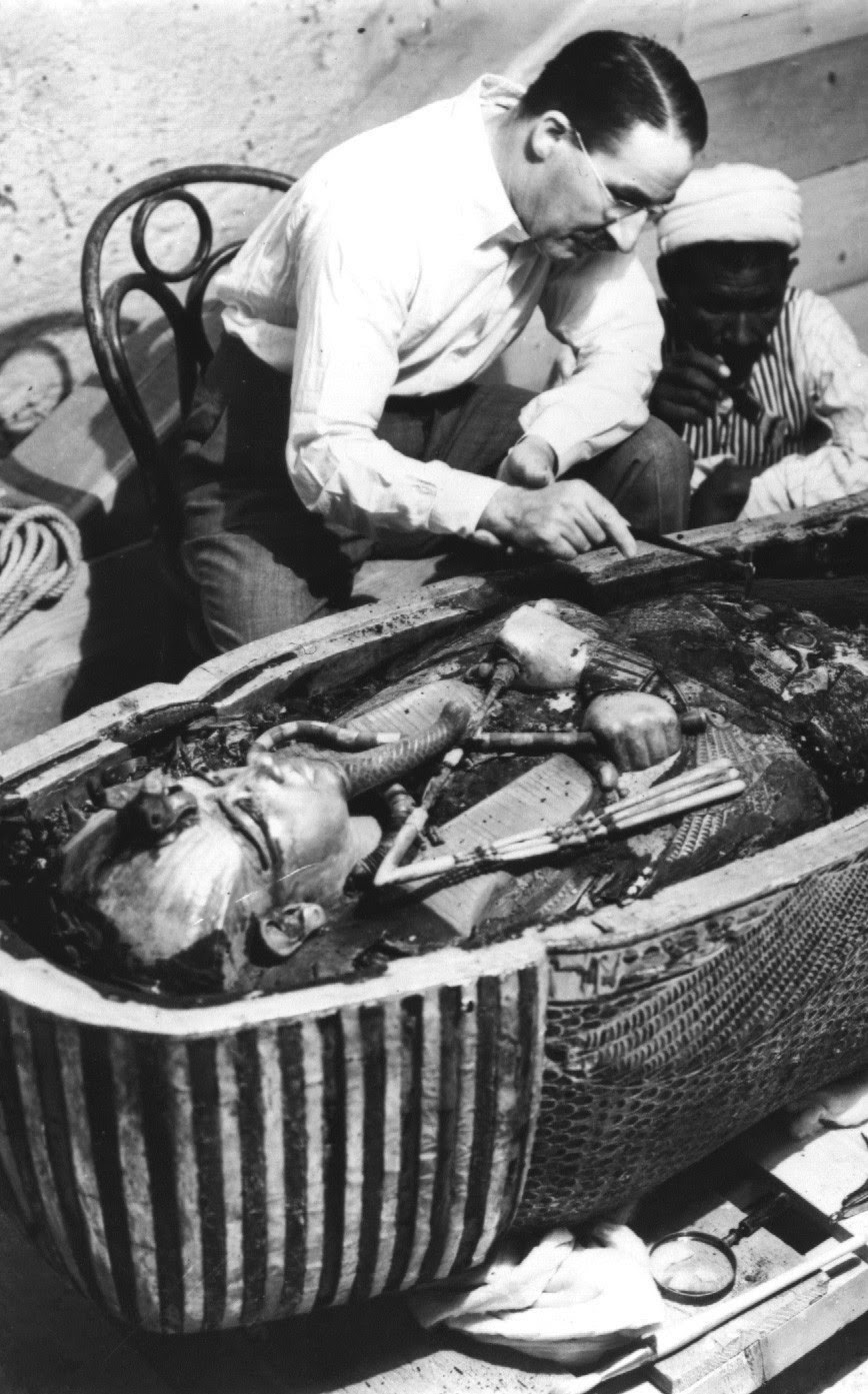 Ultimate Collection Of Rare Historical Photos. A Big Piece Of History (200 Pictures) - Sarcophagus of King Tut