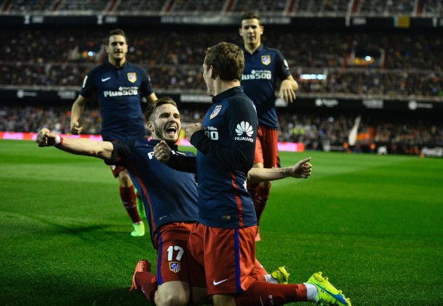 Atlético vence o Valencia e ainda sonha com o título