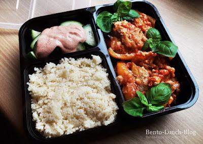 Bento#176: Gefüllte Paprika mit Couscous und Gurkensalat